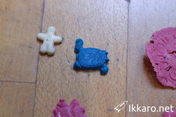 How to make Galalith or plastic stone. A bioplastic from milk